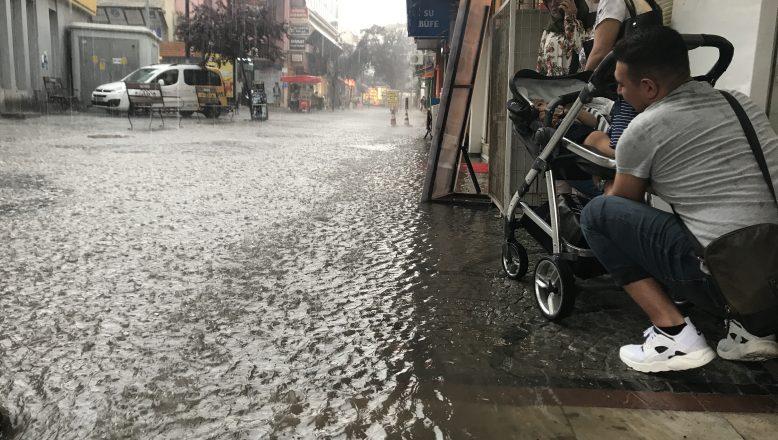 Yağmur hazırlıksız yakaladı
