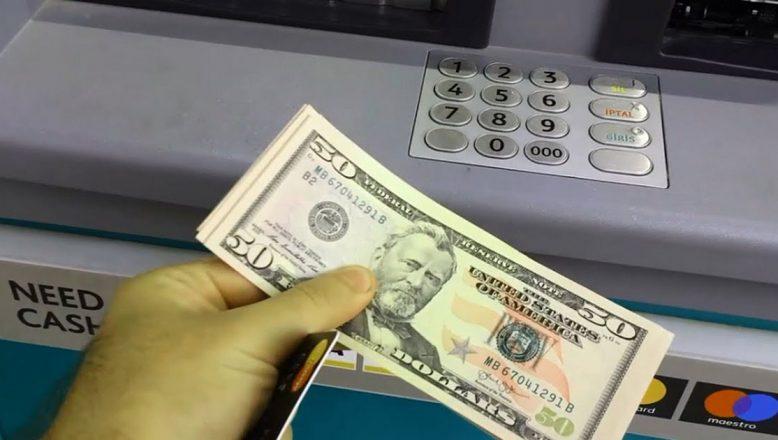 Sahte dolarları ATM'ye yatırmışlar