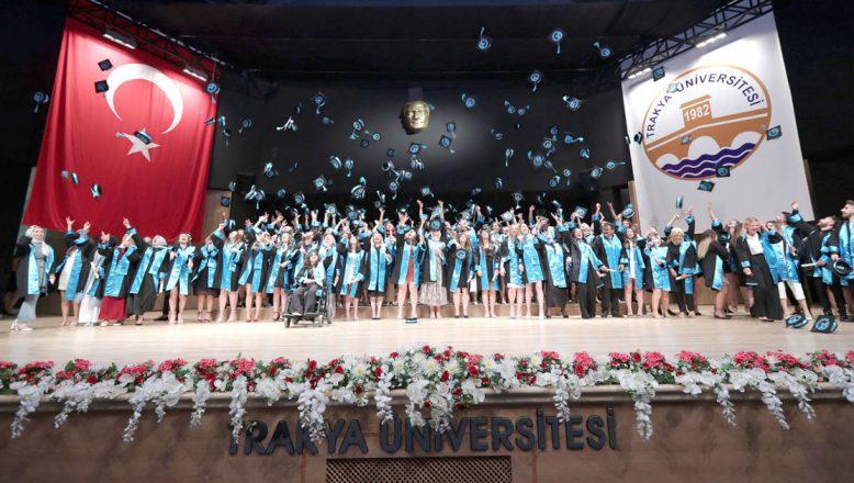 5 bin 557 öğrencisini mezun etti