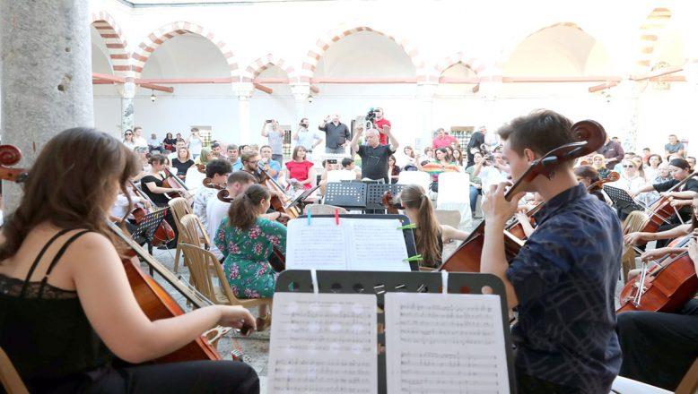 Külliye'de müzik ziyafeti