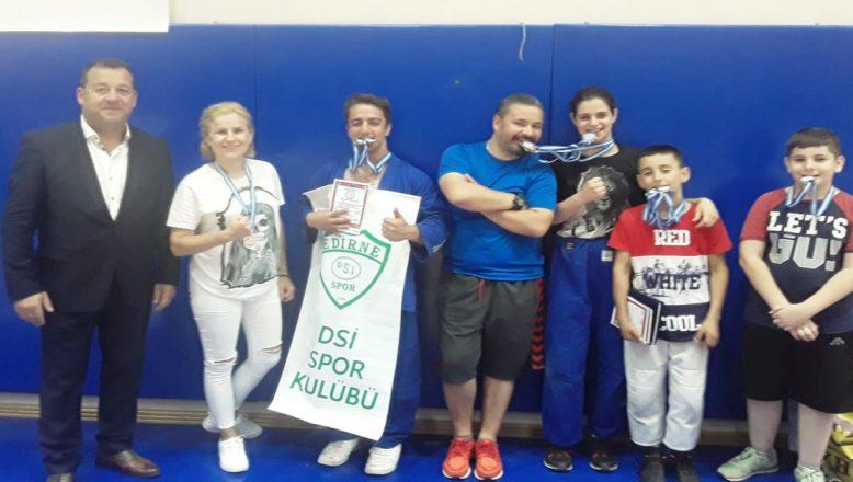 Edirne DSİ Spor Kulübü sporcuları madalyalarla döndü