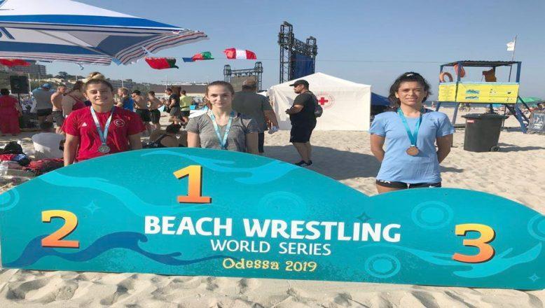 Plaj güreşinden dünya ikinciliği geldi