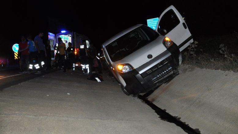 Göçmenleri taşıyan araç kaza yaptı: 10 yaralı