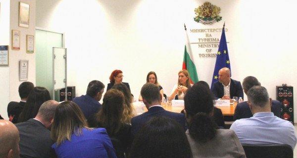Bakan Angelkova: Yabancı turist sayısında düşüş var