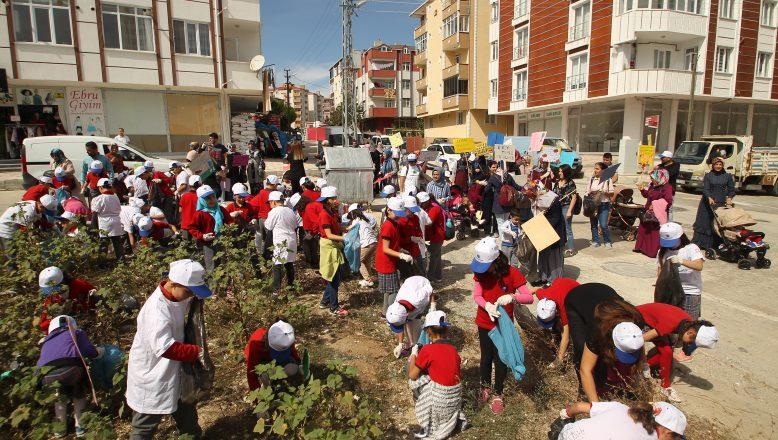 """""""Atmazsan Batmaz"""" sloganıyla çevre temizliği yaptılar"""