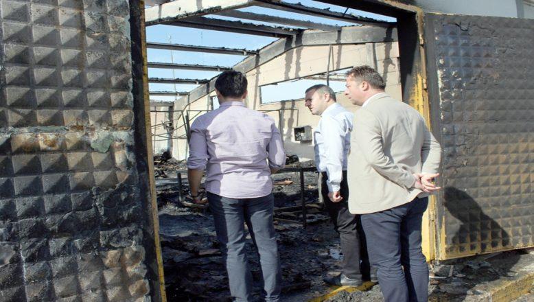Yangında zarar gören fabrikayı incelediler