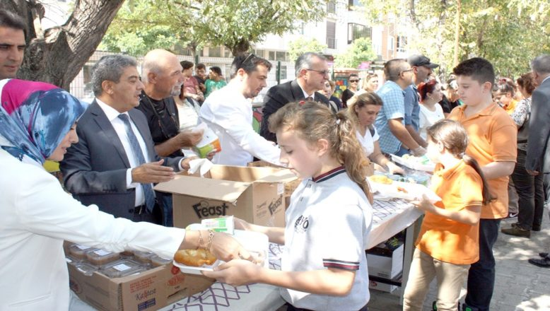 Keşan'da 8 bin öğrenciye aşure dağıtıldı