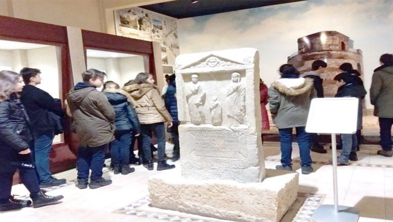 Müzeleri 822 bin kişi ziyaret etti