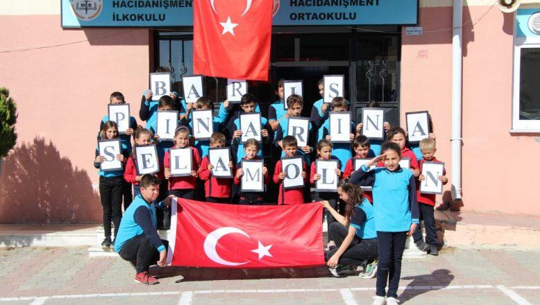 """Köy okulundan Mehmetçiğe """"Bayrak"""" şiiriyle destek"""