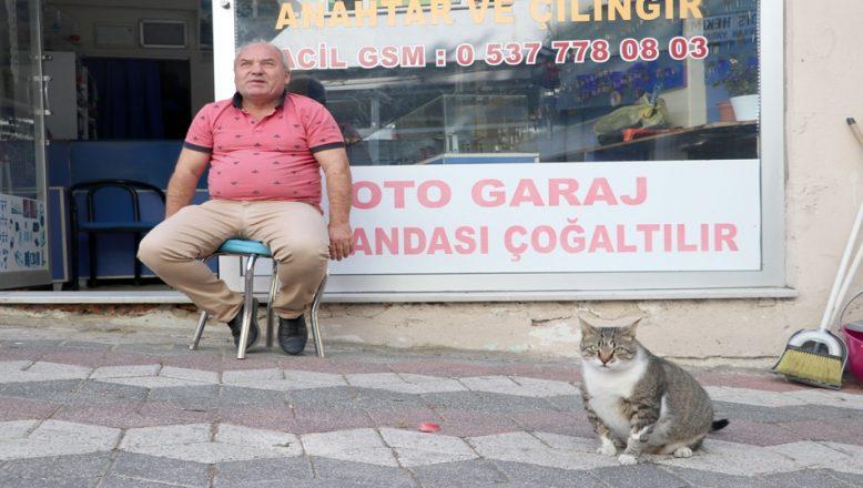 """Anahtarcı Ahmet ile """"Linda""""nın dostluğu"""