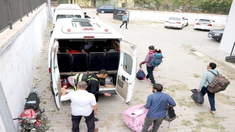 Enez açıklarında lastik botta yakalandılar