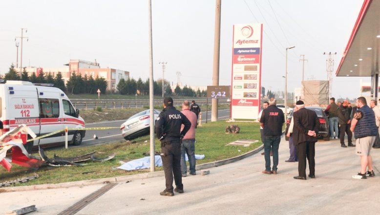 Yol kenarında beklerken otomobil çarpması sonucu yaşamını yitirdi