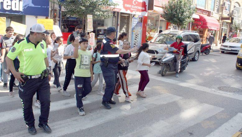 """Keşan'da """"Yaya Güvenliğinin Nöbetçisiyiz"""" kampanyası"""