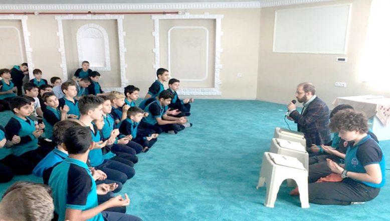 Öğrencilerden Mehmetçiğe dua
