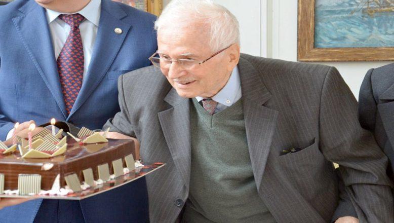89'uncu yaşını sergide kutladı