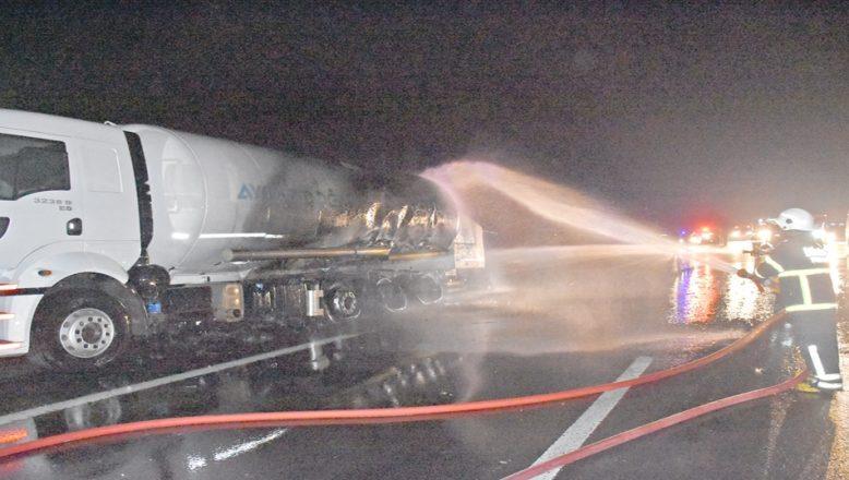 LPG tankeri alev aldı