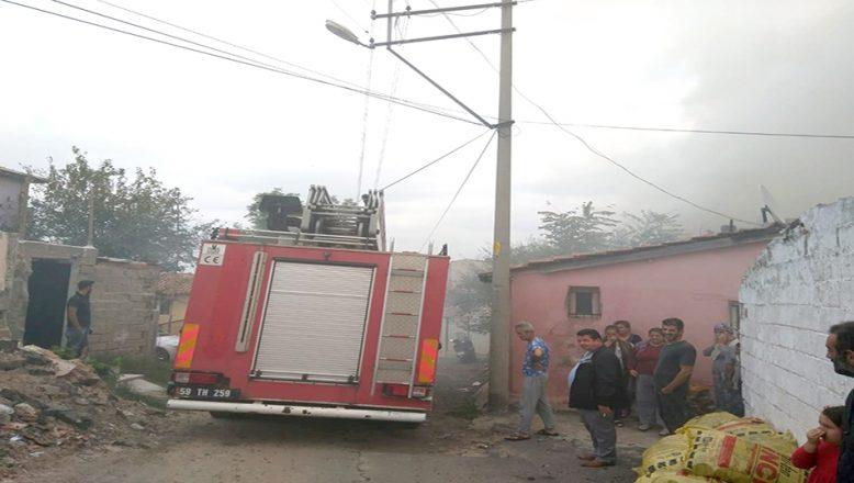 Çorlu'da metruk evde yangın