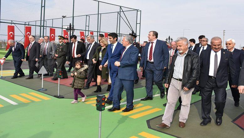 İpsala Millet Bahçesi ve Spor Tesisi açıldı