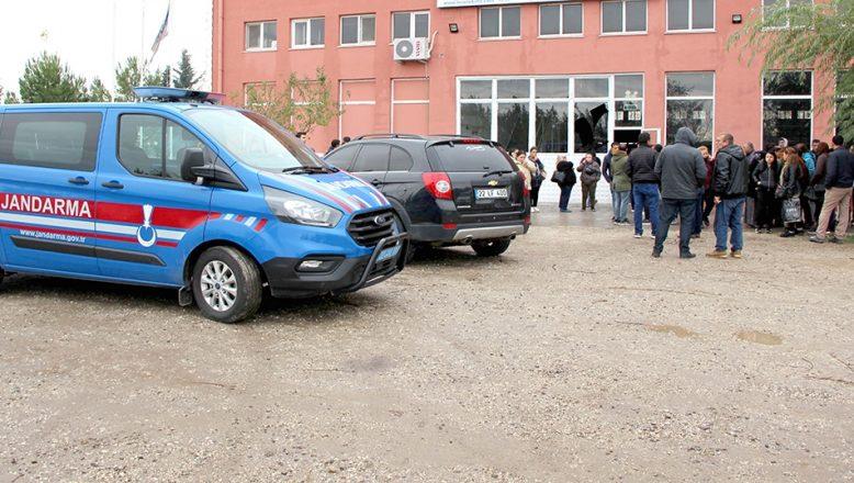 Edirne'de işçilerin maaşını ödemeyen patronun kaçtığı iddia edildi