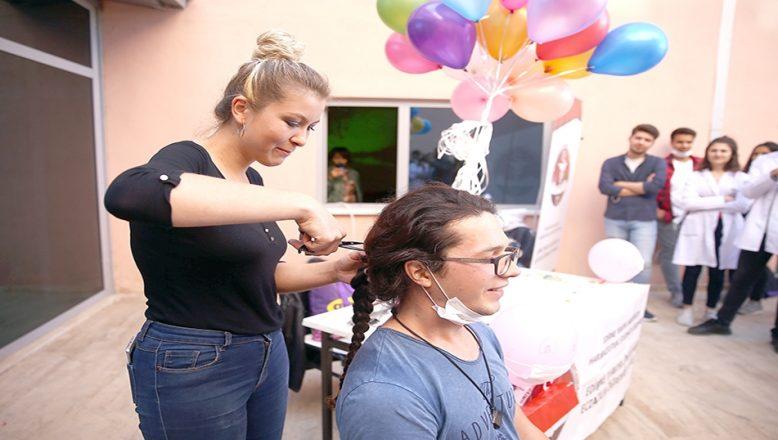 Saçlarını kanser hastaları için bağışladı