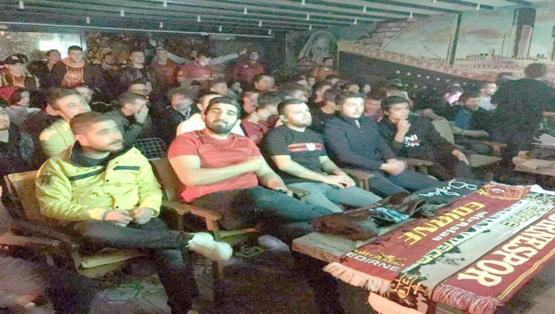 Milli maçı omuz omuza izlediler