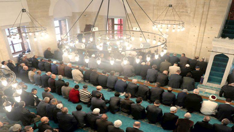 Mimar Sinan'ın eseri Rüstem Paşa camisi ibadete açıldı