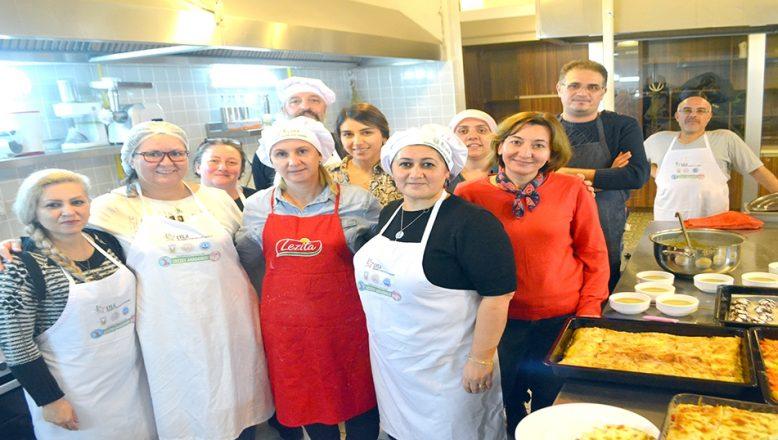 Ülkelerinde ustayken, Türkiye'de 'aşçı yamağı' oldular