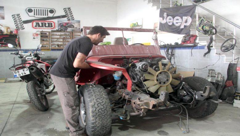 Eski araçları off-road yarış arabalarına dönüştürüyor