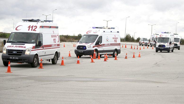 Ambulans sürücüleri zorlu parkurda yarıştı