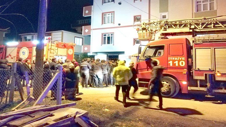 Ev yangınında 7 kişi dumandan etkilendi