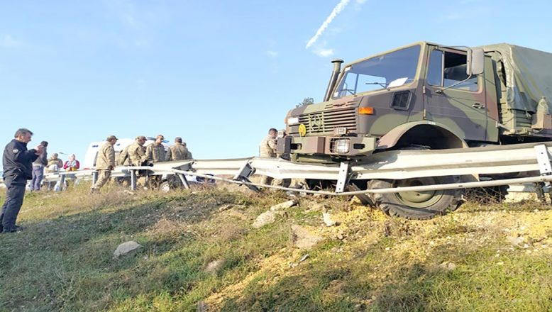 Askeri araç kaza yaptı 8 asker hafif yaralandı