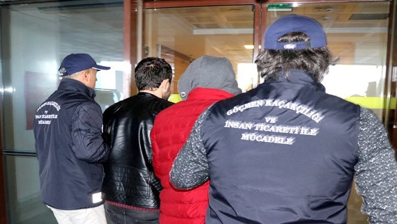 FETÖ şüphelilerini yurt dışına kaçıran 3 zanlı tutuklandı