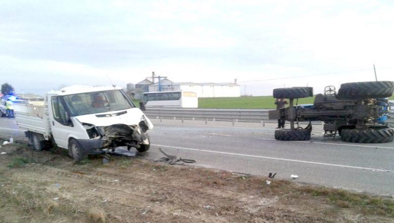 Edirne'de traktörle kamyonet çarpıştı: 1 yaralı