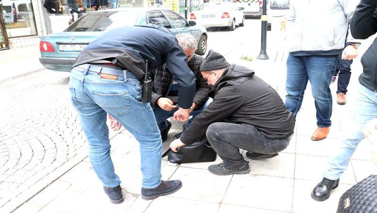 'Şüpheli' diye ihbar edilen çanta, düşüren sahibine ulaştırıldı
