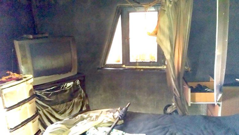Çıkan yangında bir ev zarar gördü