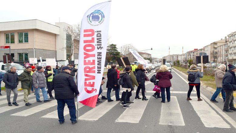 Çevre yolu isteyen vatandaşlar yol kapattı