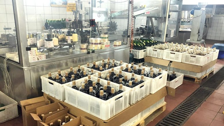 Tekirdağ'da bir fabrikada 355 ton kaçak içki ele geçirildi