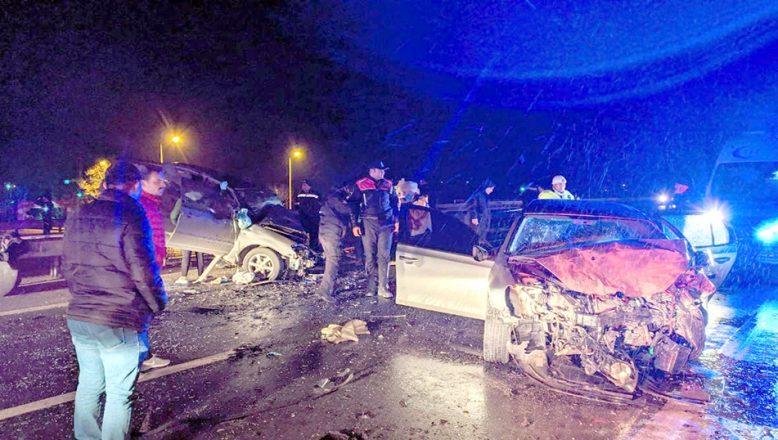 Feci kazada 3 kişi öldü, 2 kişi yaralandı