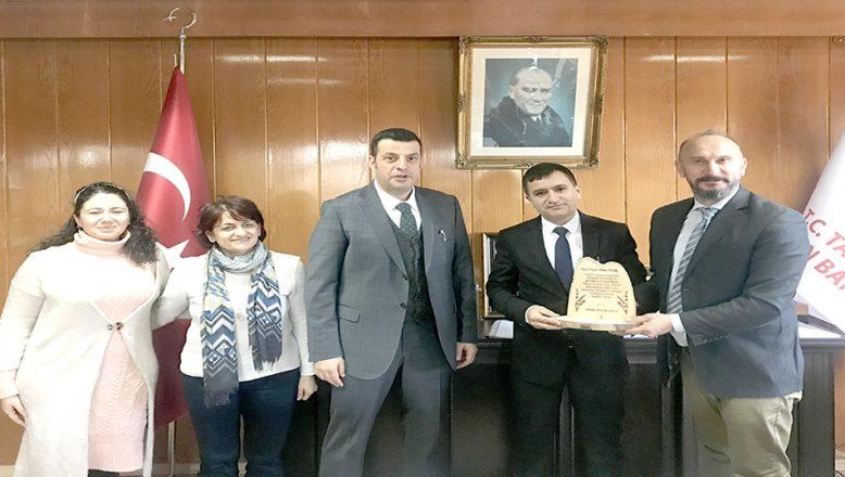 Tarımsal Araştırma Enstitüsü Müdürü Doç. Dr. Tülek'e plaket verildi