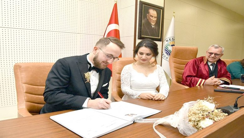 Polonya'da tanıştı Edirne'de evlendi