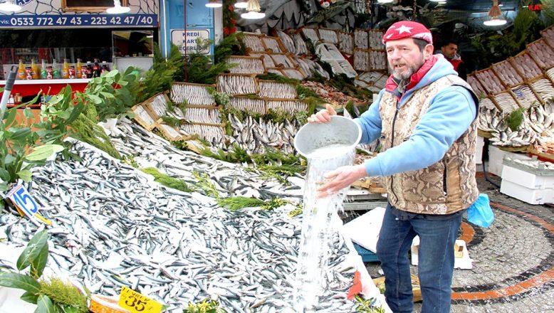 Sardalya balığı tezgahları şenlendirdi