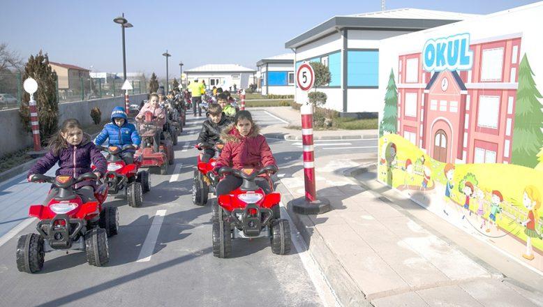 """Öğrenciler yarıyıl tatilini """"Trafik Eğitim Parkında"""" geçiriyor"""