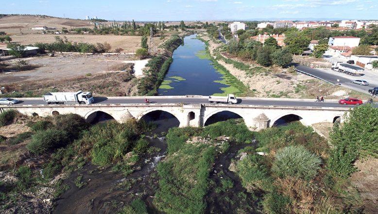 Tarihi köprü ağır vasıta araçlara kapatıldı