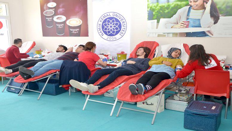 Öğrenciler kan bağışı yaptı