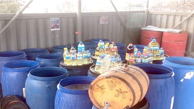 Bir evde 3 ton kaçak içki ele geçirildi