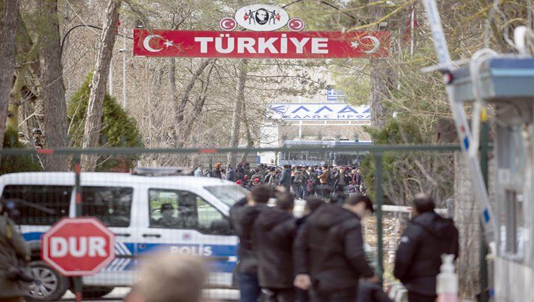 Pazarkule Sınır Kapısı geçişlere kapandı
