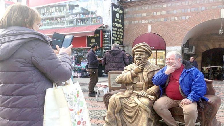 Mimar Sinan heykeli çarşıyı hareketlendirdi