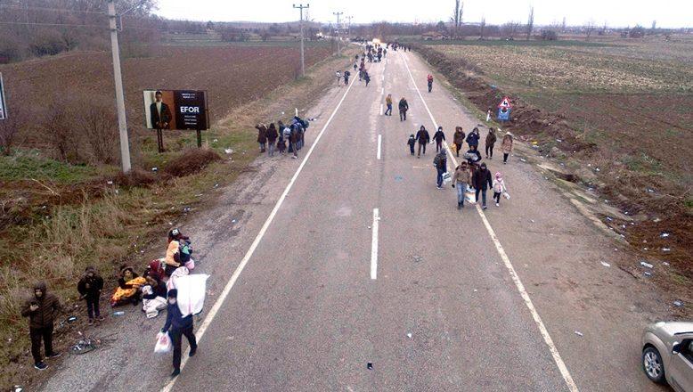 Yunan güvenlik güçleri ile göçmenler arasındaki gerginlik artıyor