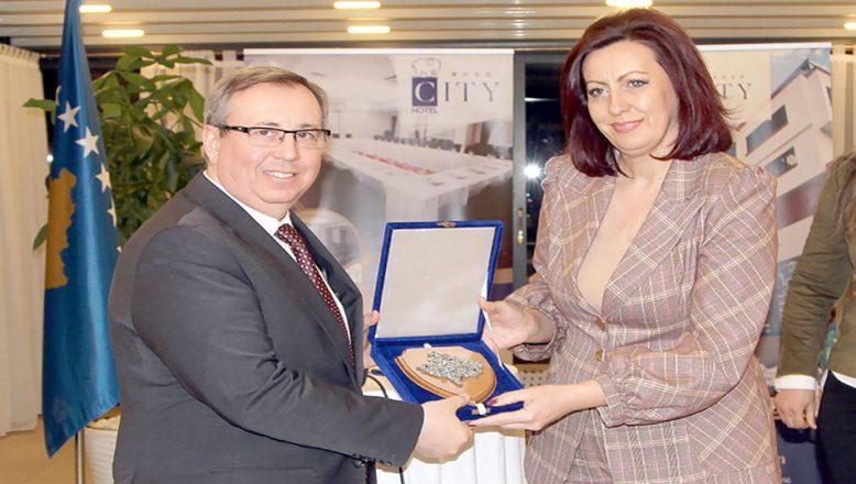 Kosova'dan teşekkür plaketi