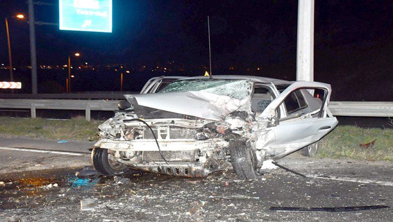 İki otomobil kafa kafaya çarpıştı; 1 ölü 2 yaralı